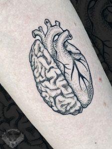 tattoo-tatuaggio-minimal-bianco-e-nero-cervello-cuore-significato-italia-tatuatori-vicenza-veneto