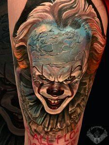 tattoo-tatuaggio-realistico-horror-film-clown-it-colori-stephen-king-dark-italia-tatuatori-vicenza-veneto
