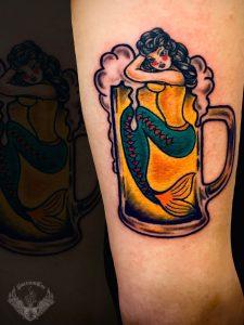 tattoo-tatuaggio-stile-old-school-sirena-birra-bicchiere-italia-tatuatori-vicenza-veneto
