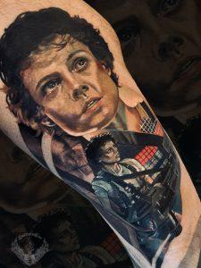 tatuaggio-effetto-tattoo-realistico-horror-film-alien-ellen-ripley-xenomorfo-sigourney-weaver-attori-italia-tatuatori-vicenza-veneto