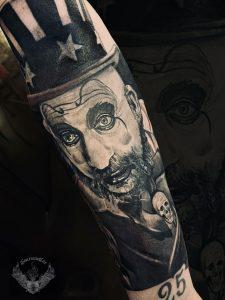 tatuaggio-effetto-tattoo-realistico-horror-film-clown-bianco-e-nero-braccio-avambraccio-italia-tatuatori-vicenza-veneto