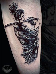 tattoo-minimal-bianco-e-nero-tatuaggio-samurai-significato-schizzo-bozza-sketch-italia-tatuatori-vicenza-veneto