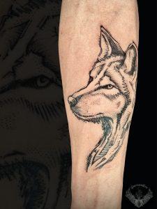 tattoo-tatuaggio-minimal-bianco-e-nero-lupo-sketch-significato-animale-schizzo-italia-tatuatori-vicenza-veneto
