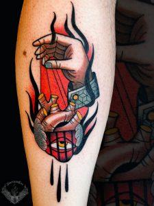 tattoo-tatuaggio-stile-old-school-cuore-mano-italia-tatuatori-vicenza-veneto