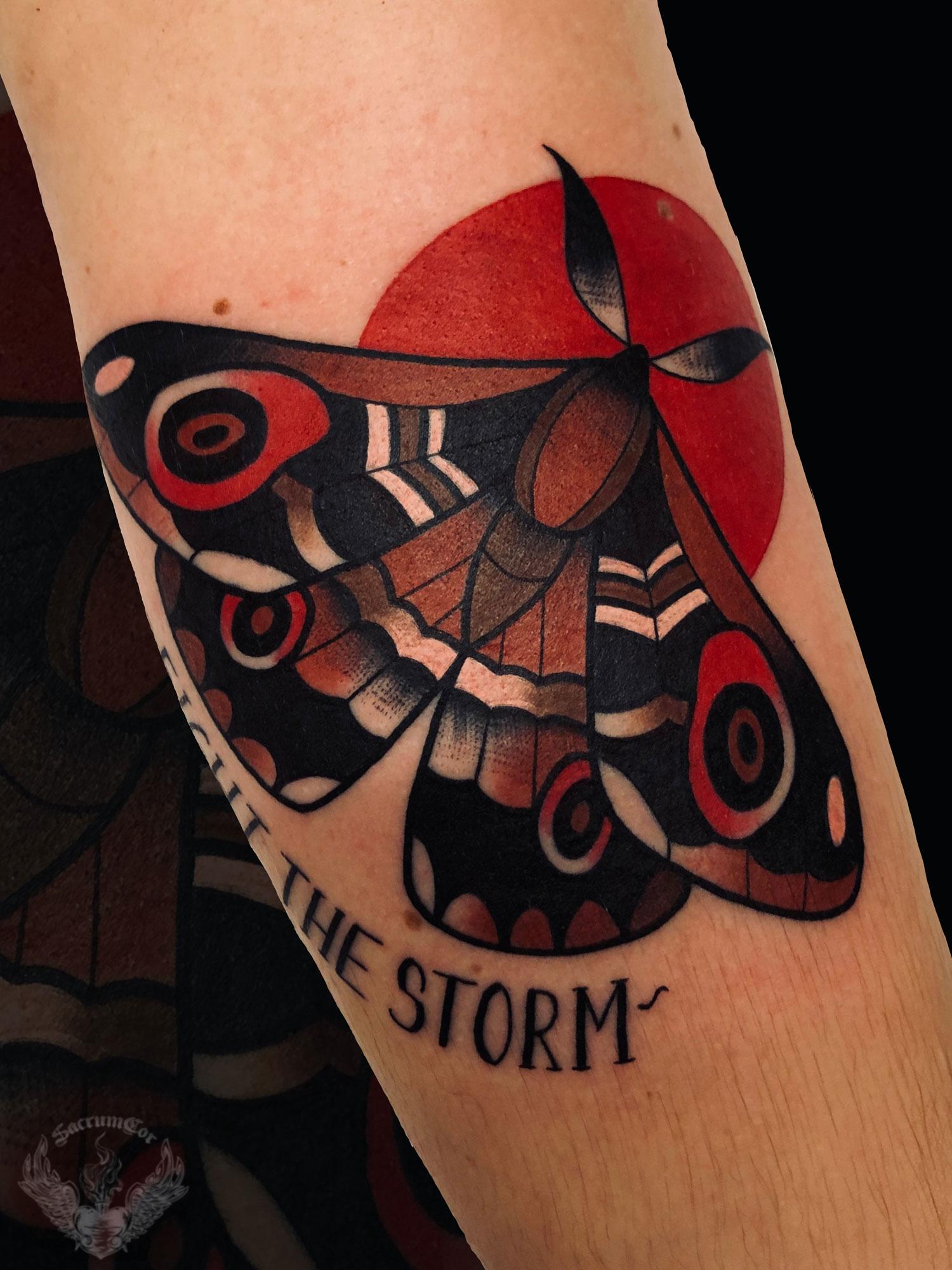 tattoo-tatuaggio-stile-old-school-moth-falena-italia-tatuatori-vicenza-veneto