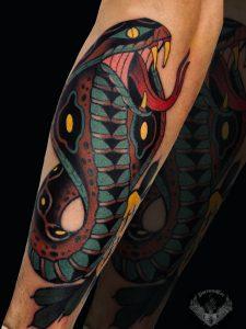 tattoo-tatuaggio-stile-old-school-serpente-cobra-italia-tatuatori-vicenza-veneto